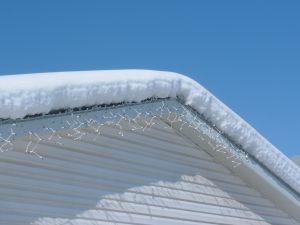 986854_snow_and_ice_on_the_roof.jpg