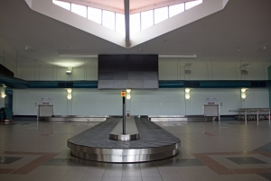 bagage-belt-in-ayers-rock-airport-1444066-m.jpg