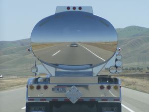 tanker-truck-reflection-395160-m.jpg