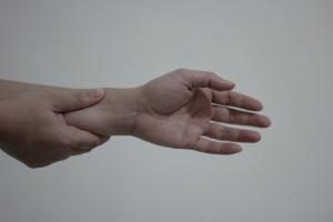 wrist-pain-1445343-1-m.jpg